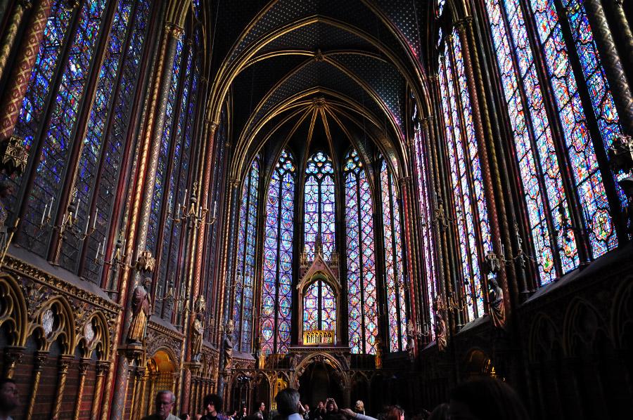 Светата Капела – Париз, Фрација – Римокатоличка Црква ( Изградена е во 1232 во времето на Луј XVI)