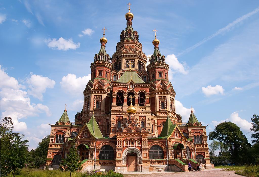 Црквата Свети Петар и Павле, Санк Петербург – Руска Православна Црква (Изградена е во 1712, а довршена 1733 година)