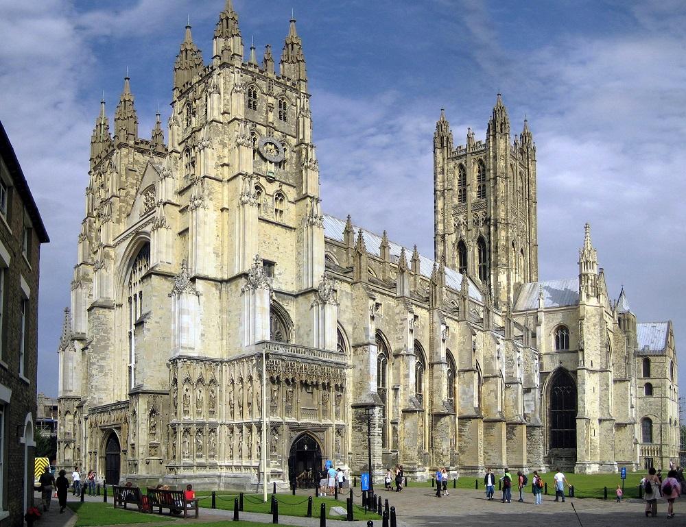 Кентерберијска Катедрала,  кент – Англија, Англиканска црква (Една од најстарите и најпознатите христијански цркви во Англија. Изградена е 579 ,  целосно обновена од 1070 до 1077.)