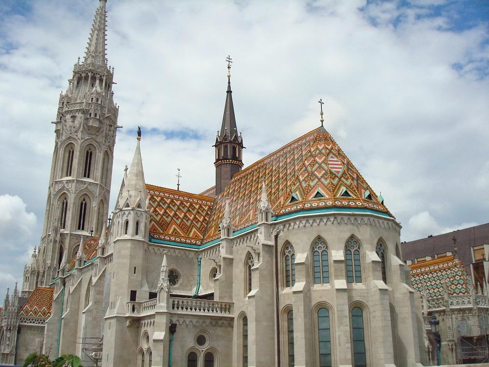Црквата Свети Матијаш – Будимпешта, Унгарија – Римокатоличка црква ( Изградена е во 1015 година. )