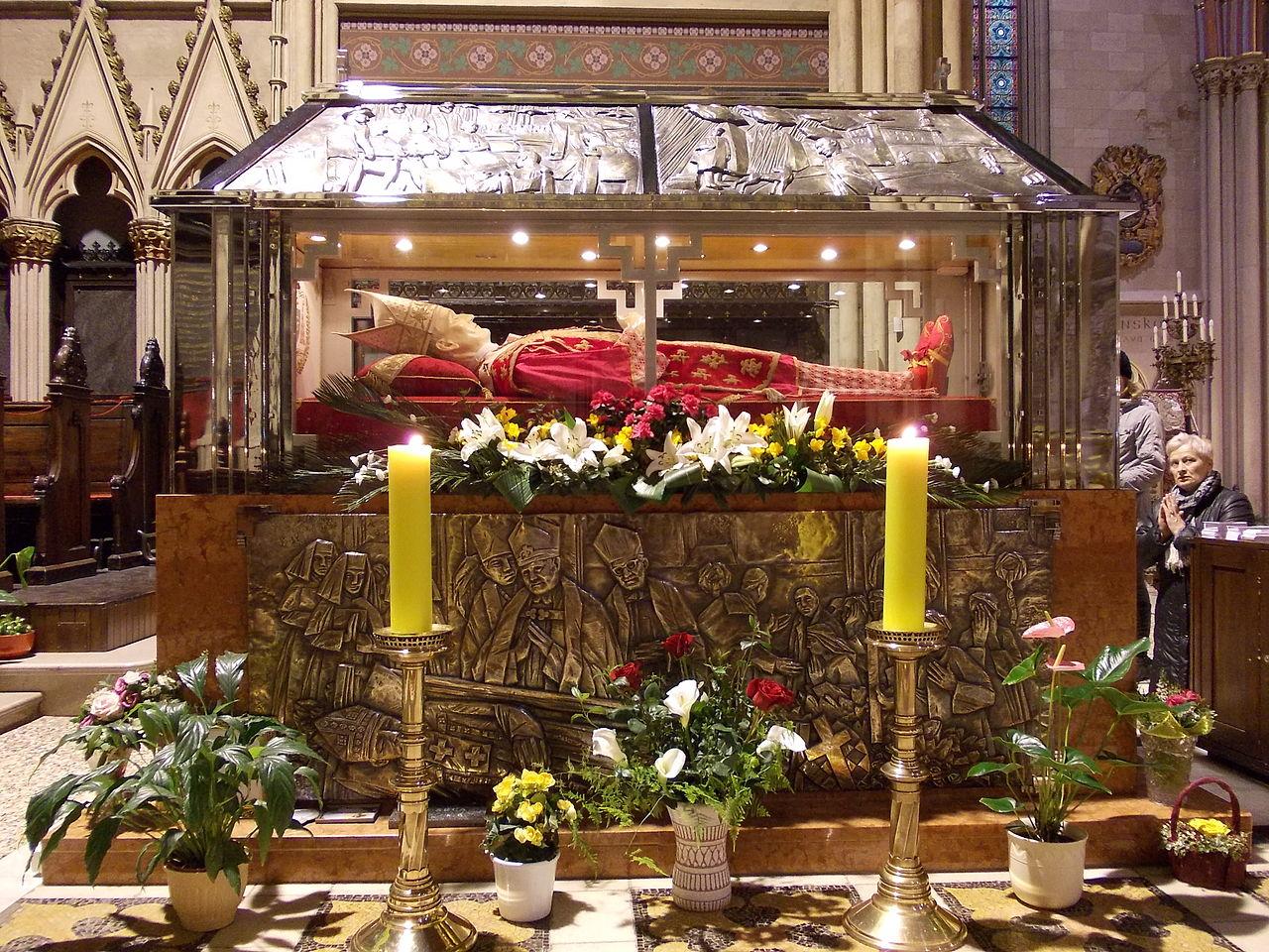 Гробот на Кардиналот Алојзе Степинац, кого Католичката црква сака да го прогласи за Светец