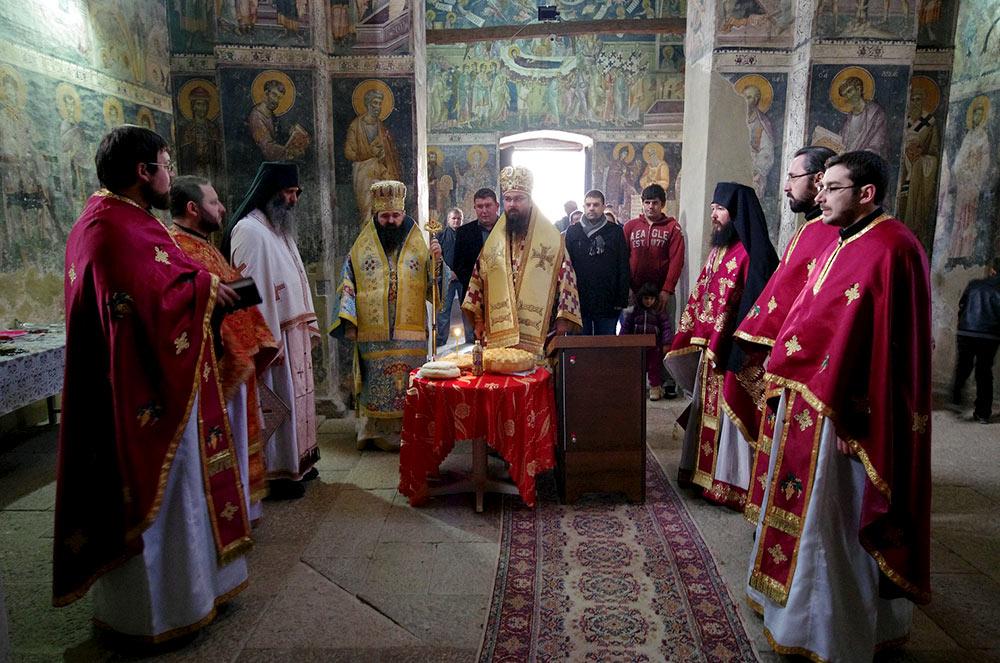 Митрополитите Јосиф и Јосиф му испратија порака на владиката Петар