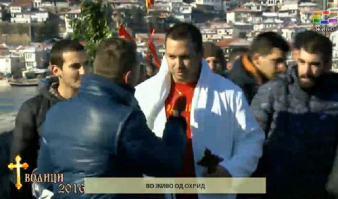 Петар Рупев од Варош го фати крстот во Охрид