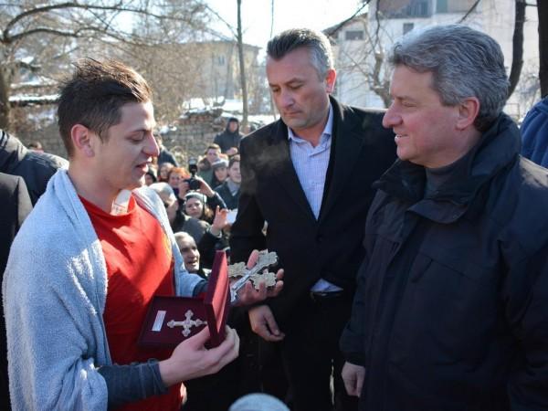 Дејан Момироски го фати крстот во Кичево