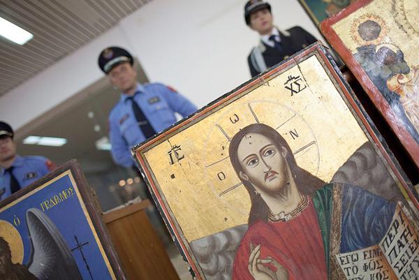 Македонија ќе ги добие украдените икони од Албанија