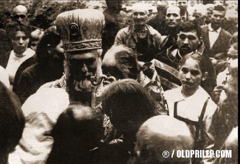 Метдој како Митрополит дебарско-кичевски со верници во Охрид