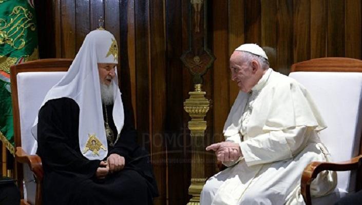 ВО ЖИВО: Гледајте ја во живо средбата на Папата Франциск и Патријархот Кирил