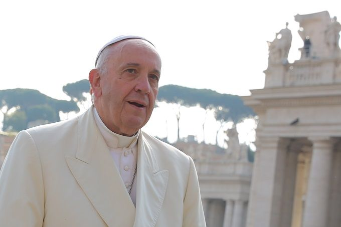 АНКЕТА: Папата Франциск најпозитивна личност во светот