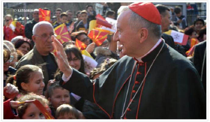 Кардиналот од Ватикан разговараше со бегалците во Гевгелија
