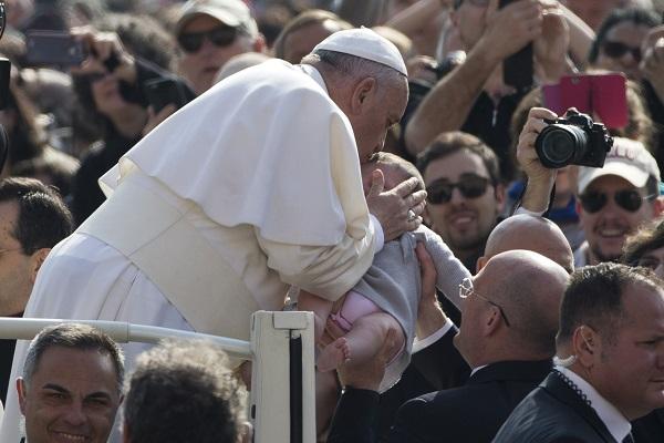 Франциск не се плаши од тероризмот, утре излегува на плоштадот во Ватикан