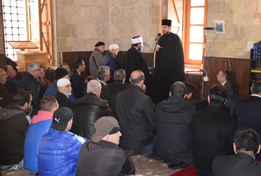 Верските заедници одржаа молитва за мир во џамија