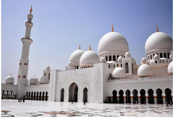 Шеик Зајед големата Џамија (Абу Даби, Обединетите Арапски Емирати)