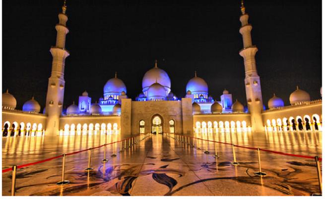 3 Големата џамија на Шеик Зајед (Абу Даби, Обединетите Арапски Емирати)