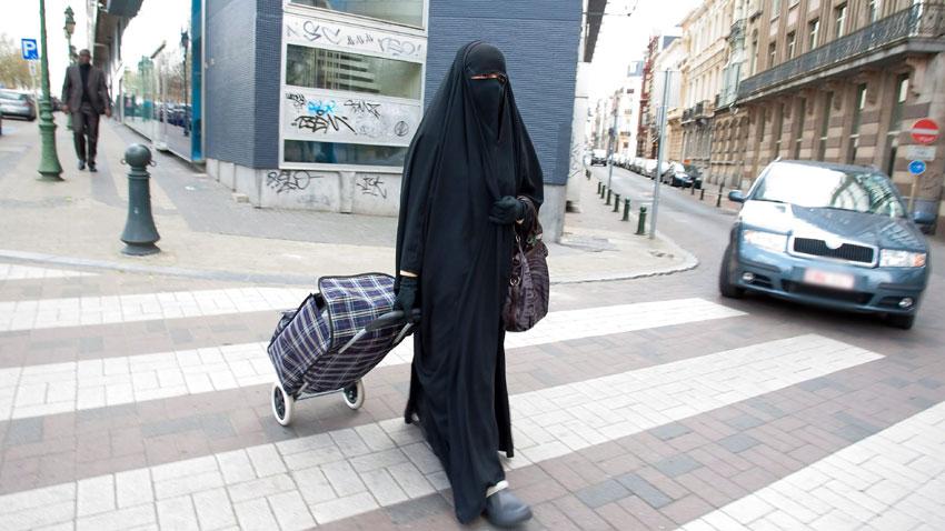 Бугарија против бурките. Забрана за носење и во уште еден град