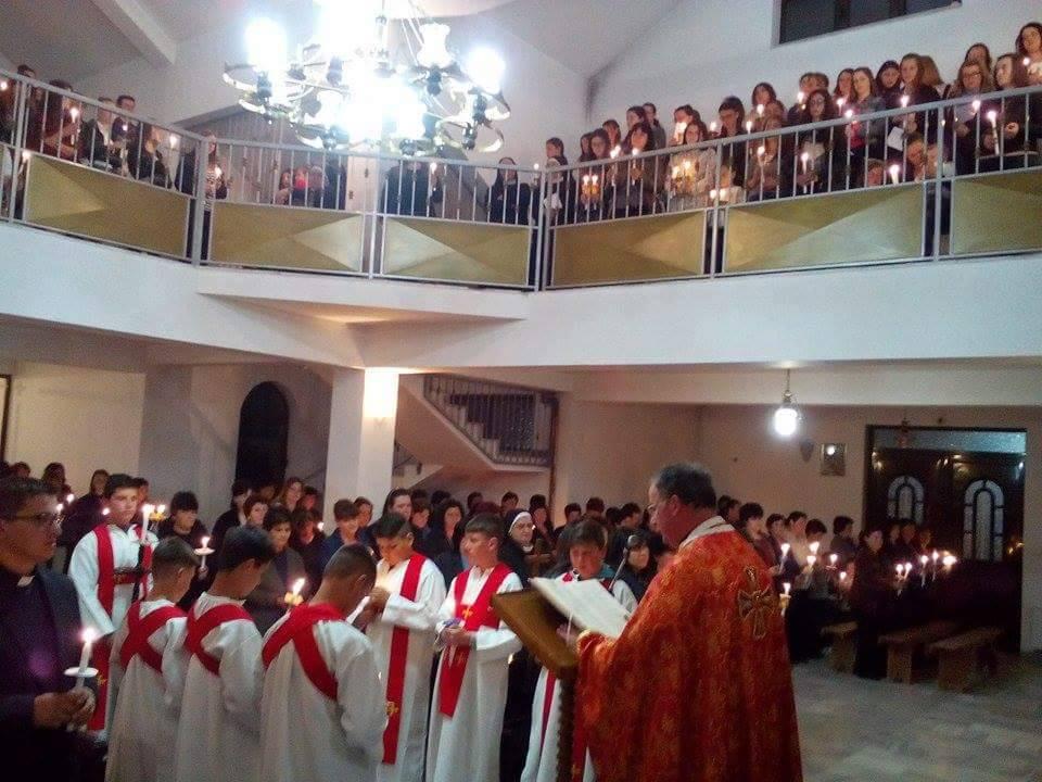 Верниците на Католичката црква од византиски обред ја одбележаа страдалната седмица