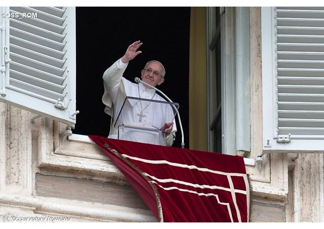 Папата Франциск донираше 50.000 евра за поплавените во Скопско