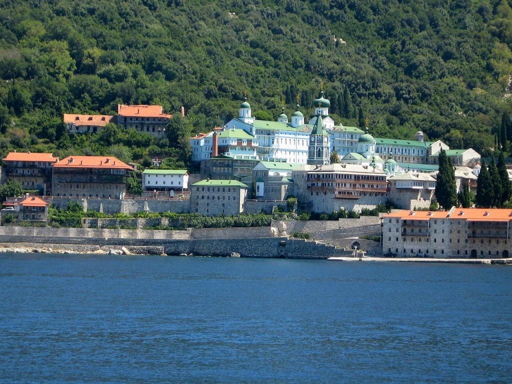 """Рускиот манастир """"Свети Пантелејмон"""" на света гора, граден во XIX и XX век"""