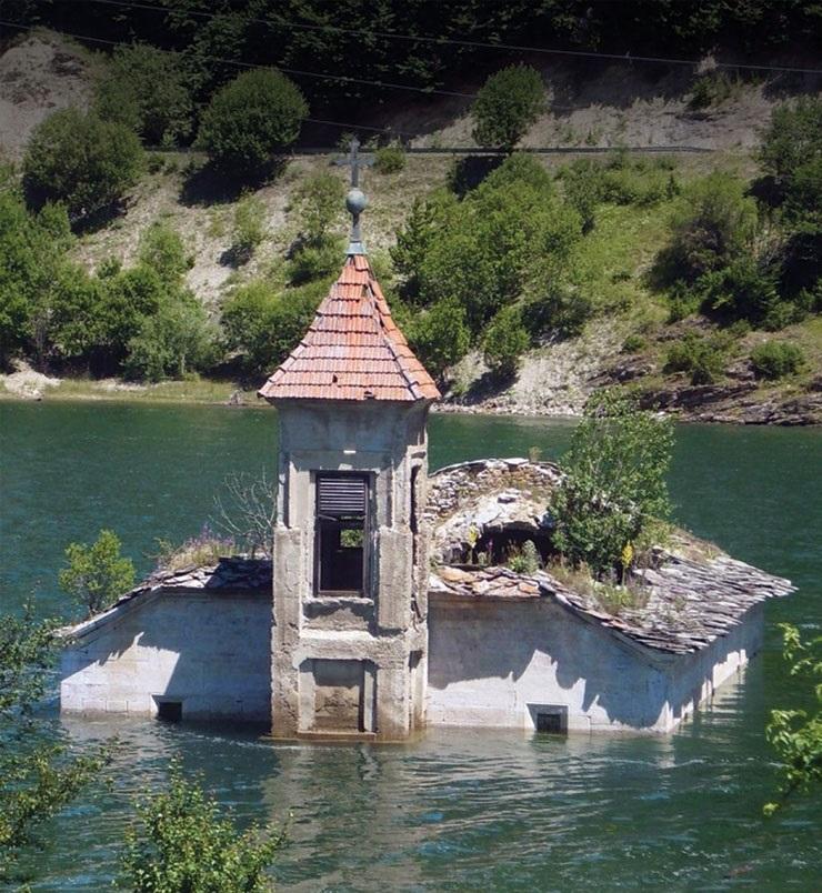 """Потопената црква """"Св. Никола"""" во Маврово е проколната убавина"""