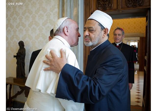 Историска средба на папата со големиот имам на Ал Азхар