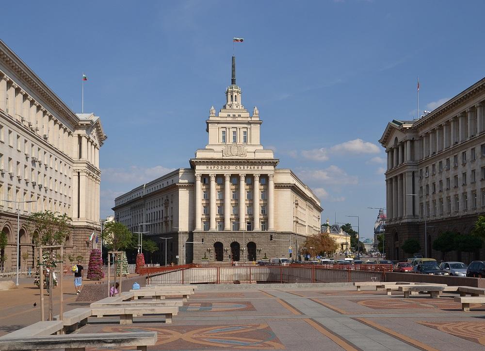 Бугарија целнсно ја забранува бурката на јавни места?