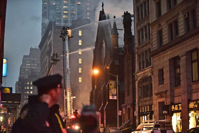 Српската црква во Њујорк изгорела од свеќи?