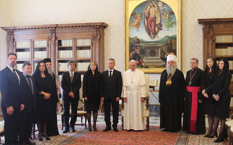 Митра од македонските монахињи и за Папата Франциск