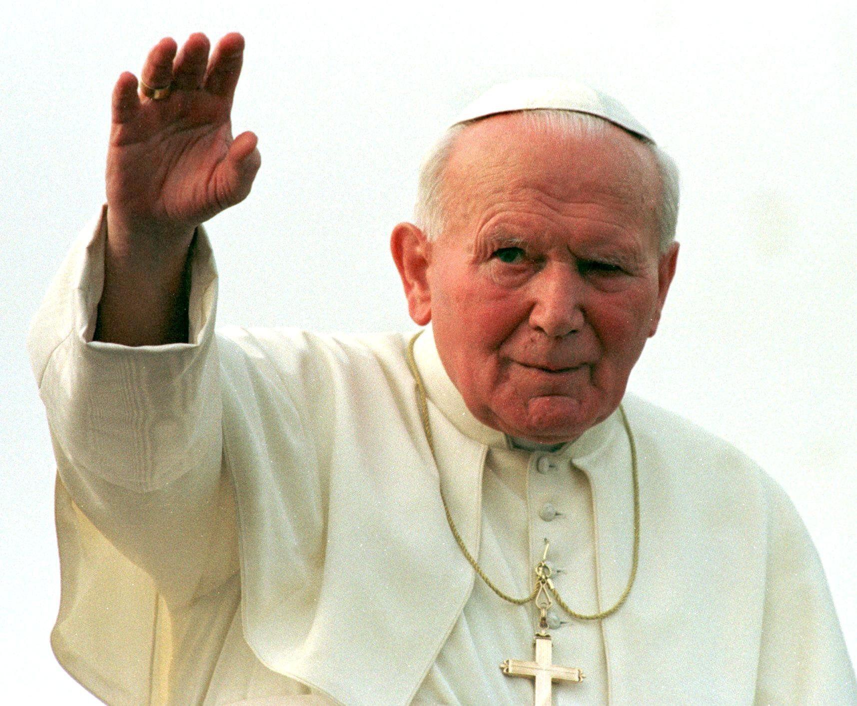 Украдено платно со крв од Папата Јован Павле Втори