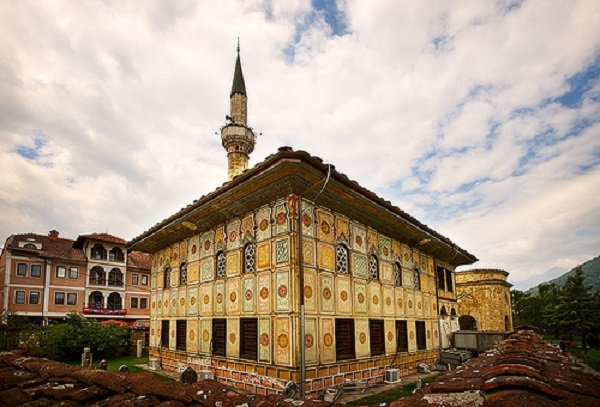 Ограбена Шарената џамија во Тетово