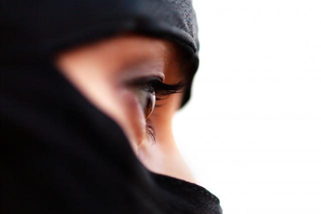 Италија протера албанска џихадистка која регрутирала жени за Исламска држава