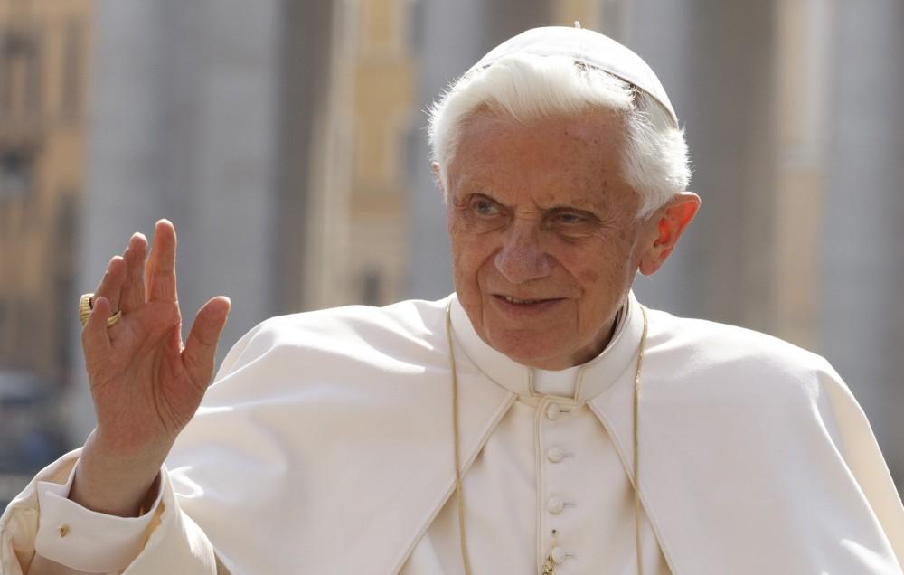 Бенедикт XVI: Геј лобито во Ватикан е реалност