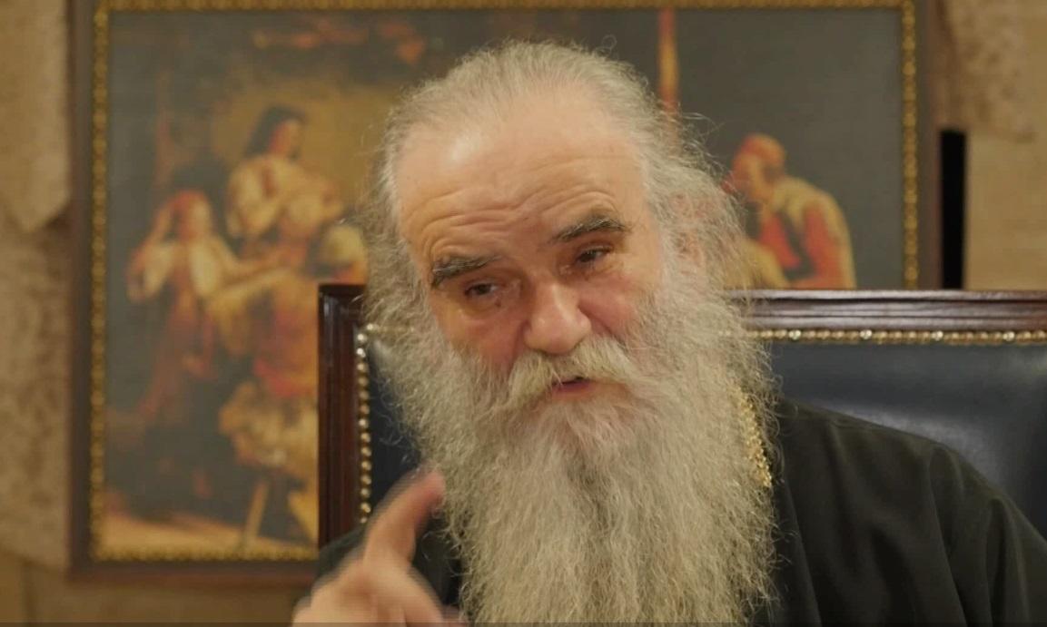 Амфилохије покрена политичка лавина од реакции во Србија