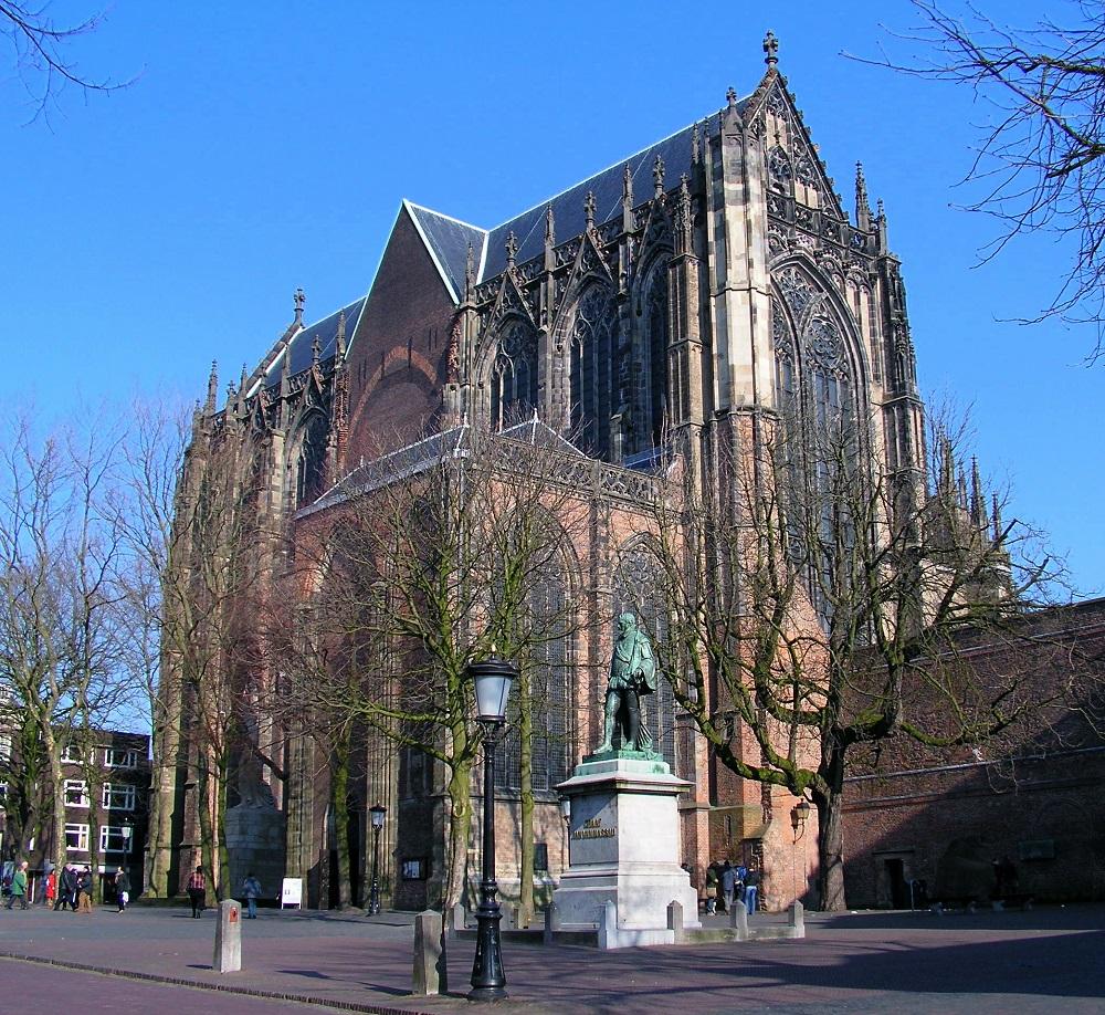 Секуларизацијата им тропна на врата на Католиците, во Холандија стотици цркви ставија катанец