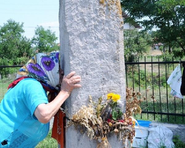 Каменот и водата на Света Петка од Текија носат сакани деца и лекуваат болни