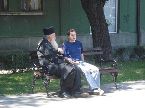 Свештениците на РПЦ ќе им укажуваат психолошка помош на младите од Москва
