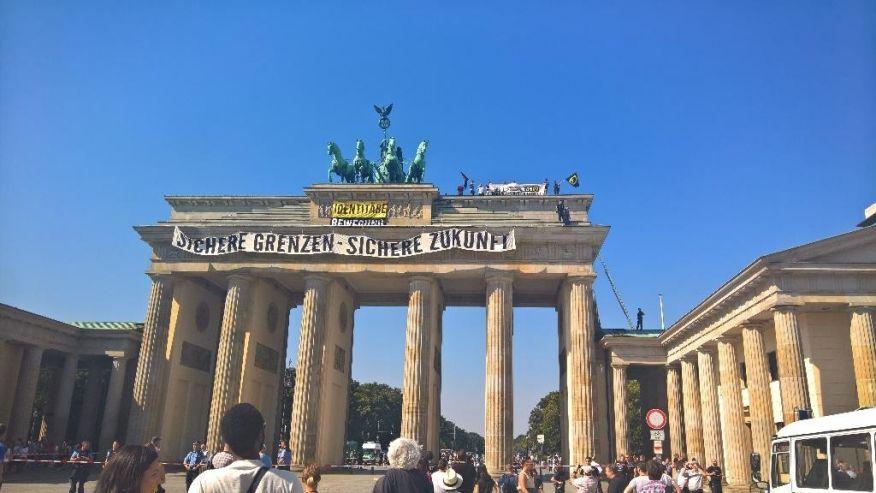 Антиисламистички протест пред Бранденбуршката порта
