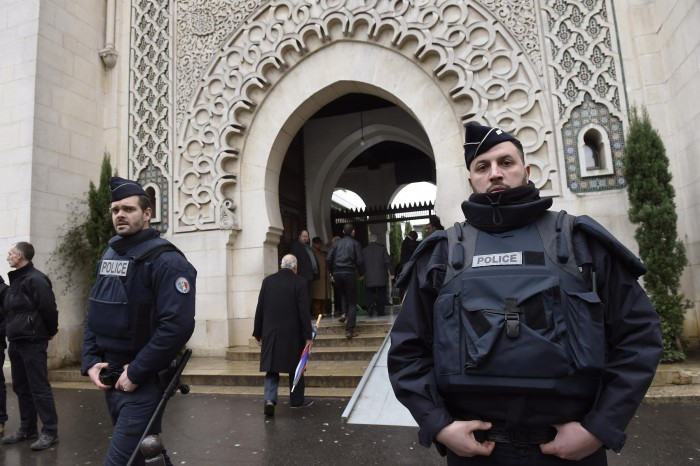 Во Франција за седум месеци се затворени 20 џамии