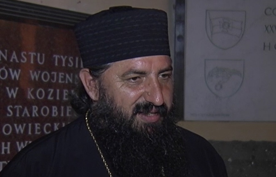 Отец Пимен со осуда за морбидната фотографија на Груевски