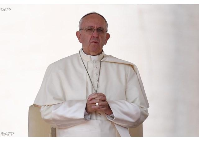 Папата тажен поради бракот меѓу две монахињи