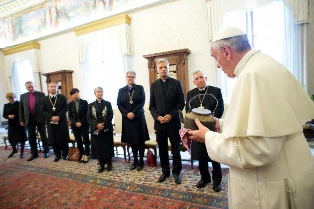 Папата Франциск патува во Шведска на историско помирување со Лутеранците