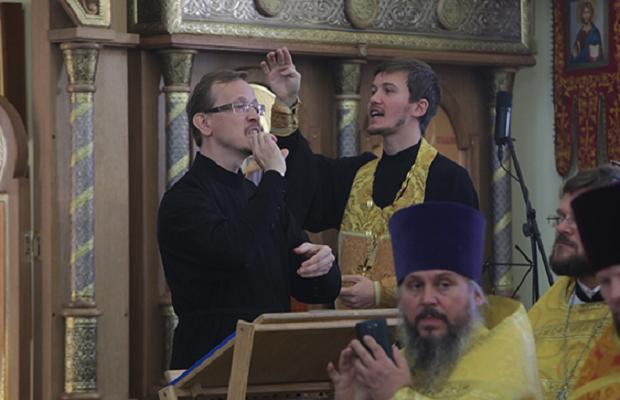 Отпечатен првиот молитвеник за слепи и глуви