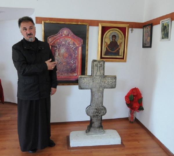 """Верници бараат чудо во црквата """"Св. Ѓорѓија"""" во Дељадровци"""