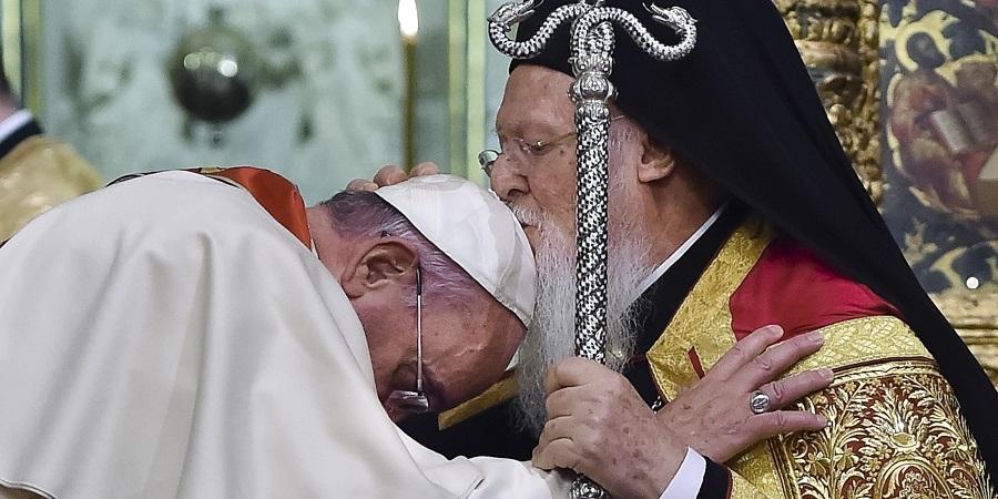 Франциск и Бенедикт XVI не штедат пофални зборови за Патријархот Вартоломеј