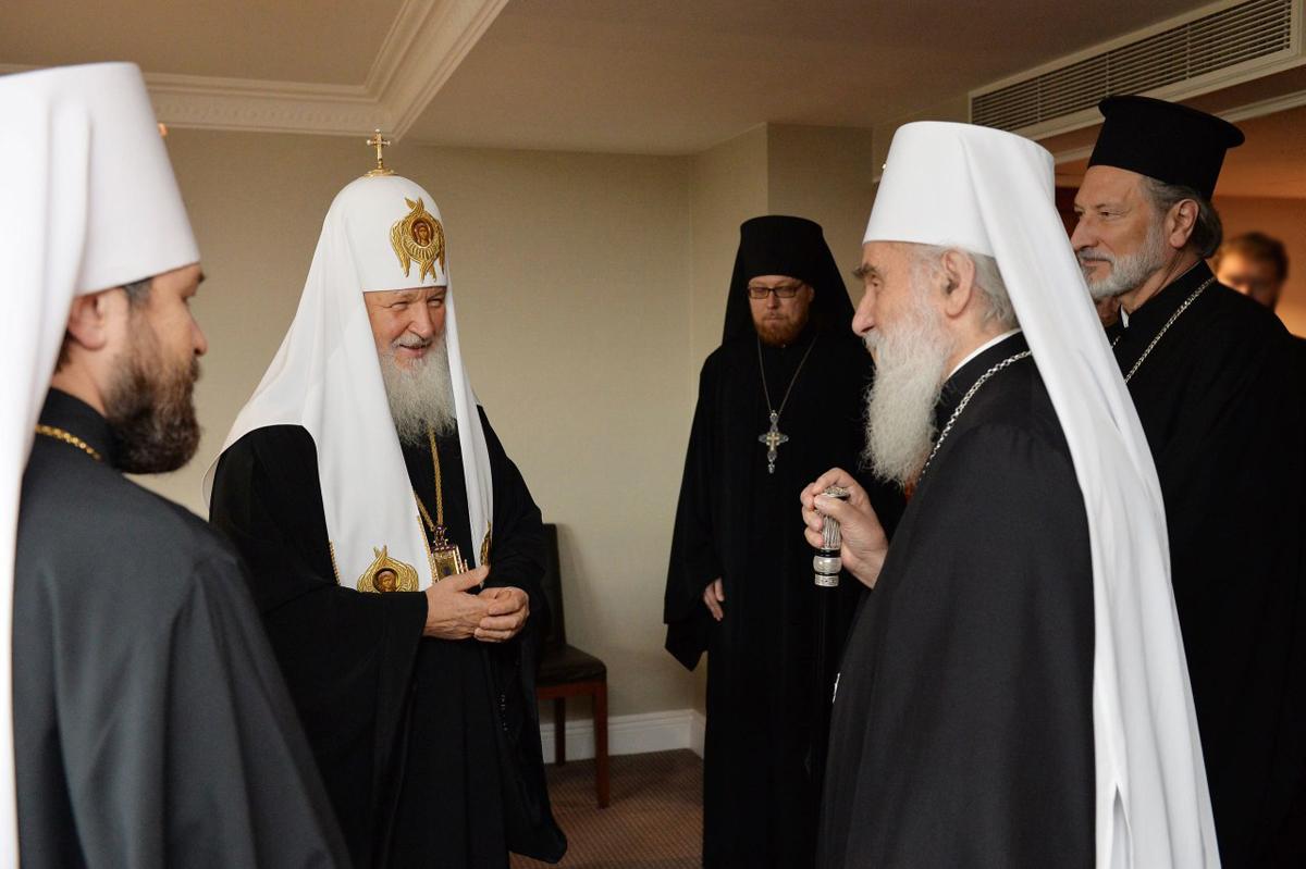Српскиот и Рускиот патријарх се сретнаа на англиска земја
