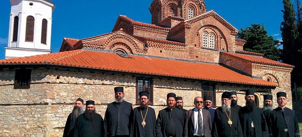 Српски и грчки владици како јанкесеџии три дена се шетаат низ Македонија
