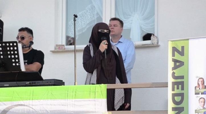 Босанка со хиџаб влегува во босанската политика