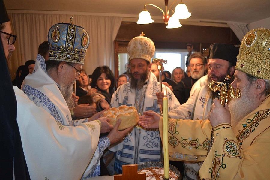 Пахомије зачести со гостите кај Вранишковски