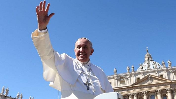 Папата кој не му робува на протоколот