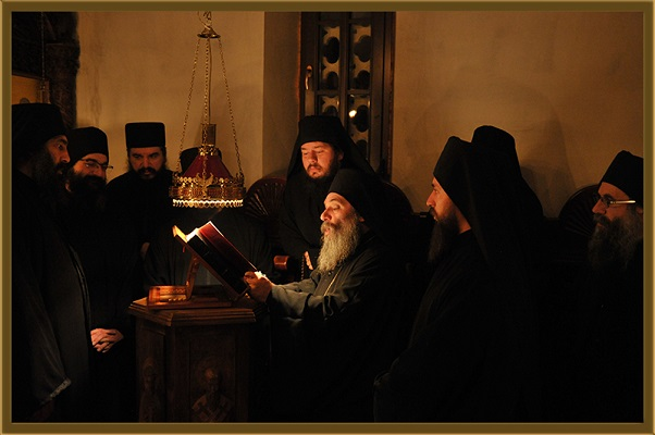 Како Игуменот Партениј им ја честита Новата година на монасите од Бигорски и Рајчица?