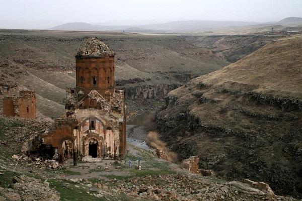 Градот со 1001 црква денес е опседнат со духови