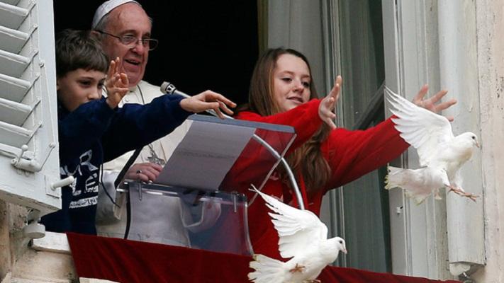 Папата преку Твитер упати пораки за мир